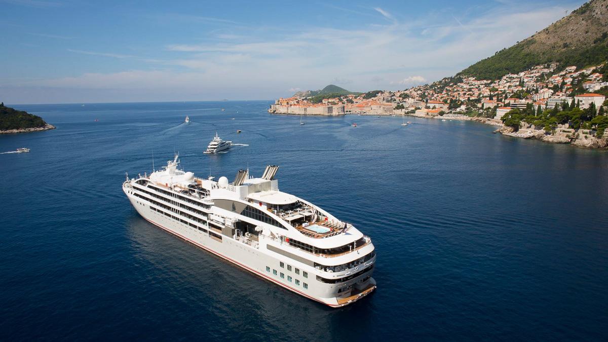 bateau de croisière en méditerranée escale
