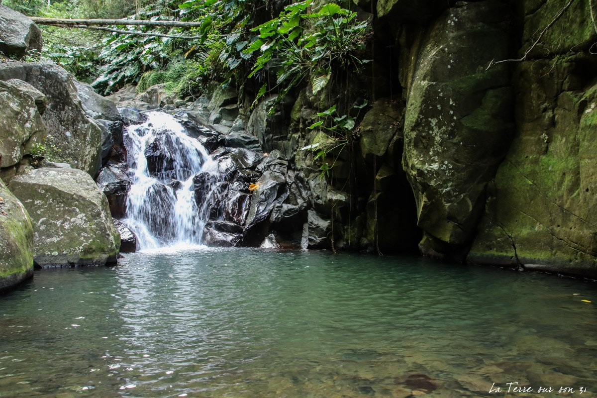 cascade rivière caillou pointe-noire